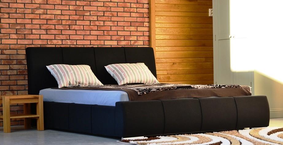 čalunená posteľ